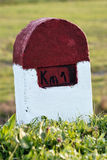 Una piedra de la marca del kilómetro Imágenes de archivo libres de regalías