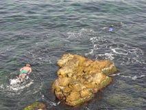 Una piedra en el mar Imagen de archivo libre de regalías