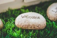 Una pietra con il benvenuto di parola Fotografia Stock
