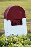 Una pietra della marcatura di chilometro Immagini Stock Libere da Diritti
