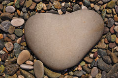 Una pietra in forma di cuore Immagini Stock