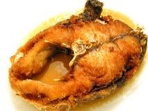 Una pieza de mordedores fritos con la salsa de pescados Fotos de archivo libres de regalías