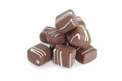 Una pila de chocolates en el backroung blanco Foto de archivo libre de regalías
