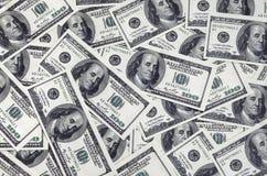 Una pila de cientos billetes de banco de los E.E.U.U. con los retratos del presidente Efectivo de cientos billetes de dólar, imag Imagen de archivo