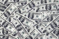 Una pila de cientos billetes de banco de los E.E.U.U. con los retratos del presidente Efectivo de cientos billetes de dólar, imag Fotografía de archivo libre de regalías