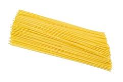 Una pila de espaguetis crudos Imagen de archivo libre de regalías