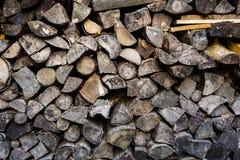 Una pila de fondo duro de madera del fuego Imagen de archivo