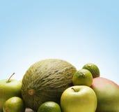 Una pila de frutas frescas y sabrosas para su salud Foto de archivo libre de regalías