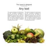 Una pila de frutas y verduras frescas y sabrosas Imagen de archivo