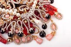 Una pila de joyería coloreada Fotografía de archivo