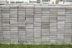 Una pila de ladrillos concretos Imagen de archivo libre de regalías