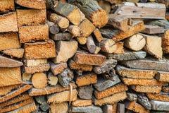 Una pila de leña del abedul - un fondo natural Fotos de archivo libres de regalías