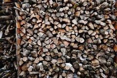 Una pila de leña del abedul - un fondo natural Foto de archivo libre de regalías