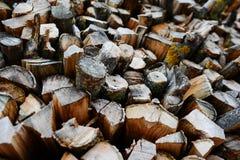 Una pila de leña del abedul - un fondo natural Imagen de archivo libre de regalías