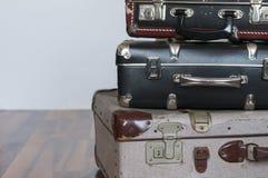 Una pila de maletas viejas Fotografía de archivo