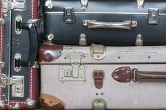 Una pila de maletas viejas Foto de archivo libre de regalías