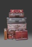 Pila de maletas y de equipaje Fotos de archivo libres de regalías