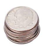 Pila aislada de la moneda de diez centavos de los E.E.U.U. Fotografía de archivo