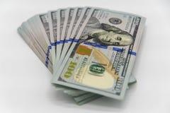Una pila de nosotros 100 dólares de efectivo Foto de archivo