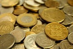 Una pila de primer de las monedas foto de archivo libre de regalías