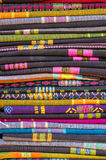 Una pila de sarong (ropa asiática), textura de los sarong Fotos de archivo libres de regalías