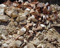 Una pila de suciedad y de escombros reventados-para arriba Foto de archivo