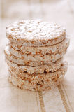 Una pila de tortas de arroz Imágenes de archivo libres de regalías