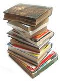 Una pila de vendimia vieja y de libros modernos Fotografía de archivo libre de regalías