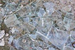 Una pila de vidrio quebrado de ventanas ventana quebrada en el pequeño pi Imagen de archivo