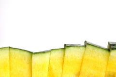 Una pila di anguria affetta la struttura su fondo bianco Fotografie Stock Libere da Diritti