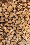 Una pila di legno fotografie stock