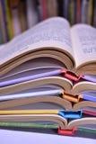 Una pila di libri variopinti Immagine Stock