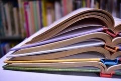 Una pila di libri variopinti Fotografia Stock Libera da Diritti