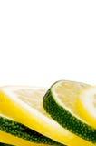 Una pila di limone e di limetta freschi del taglio fotografia stock