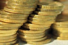 Una pila di monete di oro Immagine Stock