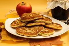 Una pila di pancake della zucca Immagine Stock