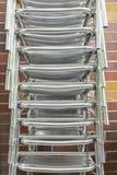 Una pila di sedie di alluminio Immagine Stock Libera da Diritti
