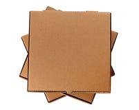 Una pila di tre contenitori marroni di pizza Fotografia Stock Libera da Diritti