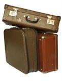 Una pila di tre valigie d'annata isolate Fotografia Stock