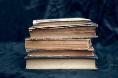 Una pila di vecchi libri Fotografia Stock