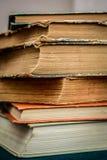Una pila di vecchi libri Fotografie Stock Libere da Diritti