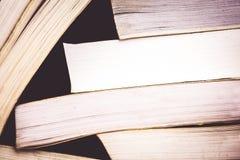 Una pila di vecchi libri variopinti Fotografia Stock