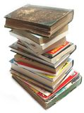 Una pila di vecchia annata e di libri moderni Fotografia Stock Libera da Diritti
