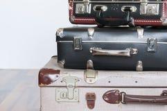 Una pila di vecchie valigie Fotografia Stock Libera da Diritti