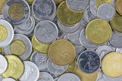 Una pila grande de cambio canadiense imagen de archivo