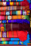 Una pila plegable de paño colorido Imagen de archivo