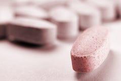 Una pillola si leva in piedi fuori Immagine Stock