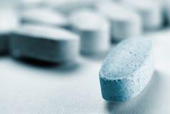 Una pillola si leva in piedi fuori Fotografia Stock