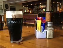 Una pinta perfetta di Guinness fotografia stock libera da diritti