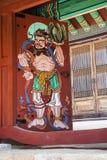 Una pintura de la decoración de la puerta en un templo viejo imágenes de archivo libres de regalías